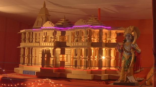 Model of Ram mandir installed in Kumbh by VHP, कुंभ में विश्व हिन्दू परिषद ने बना डाला 'राम मंदिर'