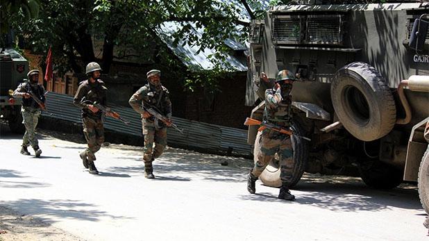 terrorists Killed in an encounter at Tral, पुलवामा एनकाउंटर : सिर्फ 30 मिनट में टॉप हिजबुल कमांडर समेत तीन आतंकियों का काम तमाम