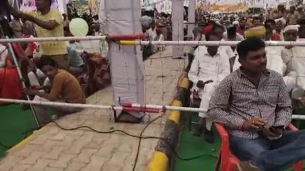cm-ashok-gehlot-starts-public-meeting-on-the-road-at-jodhpur, CM अशोक गहलोत ने बीच सड़क शुरू करवाई सभा, लोग होते रहे परेशान, देखें VIDEO
