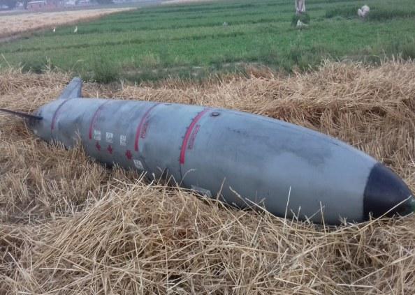 जगुआर, अंबाला में जगुआर फाइटर प्लेन के तेल टैंक गिरने से मचा हडकंप, देखें तस्वीरें
