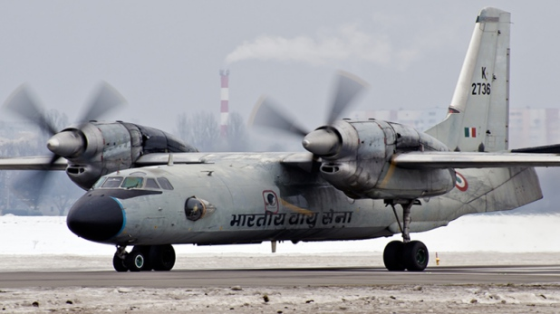 IAF, मुंबई हवाईअड्डे पर रनवे की सीमा से आगे निकला IAF विमान, टला बड़ा हादसा