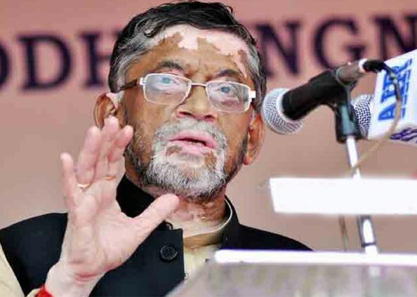 विवादित, उत्तर भारत के युवाओं को लेकर विवादित बयान पर केंद्रीय मंत्री संतोष गंगवार ने पेश की सफाई