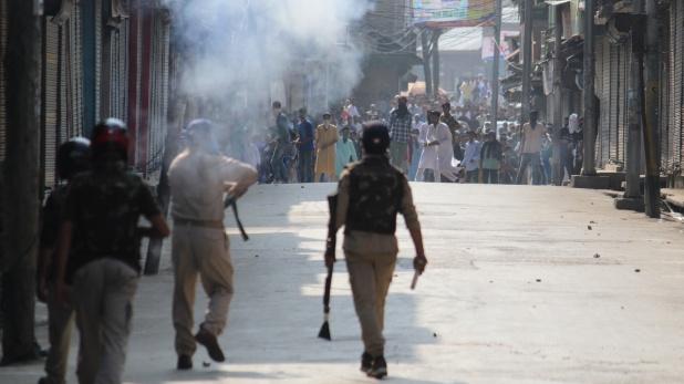 Jammu and Kashmir, जम्मू-कश्मीर के बारामूला में सेना पर पथराव, 47 सुरक्षाकर्मी हुए घायल