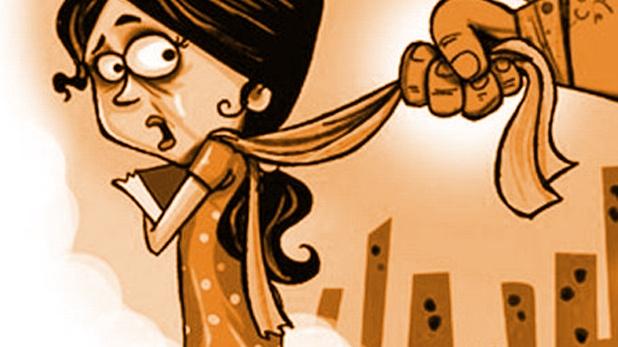 Crime News, छेड़छाड़ करने वाले मनचले को महिला डॉक्टर ने जमकर पीटा, घसीटकर ले गई थाने