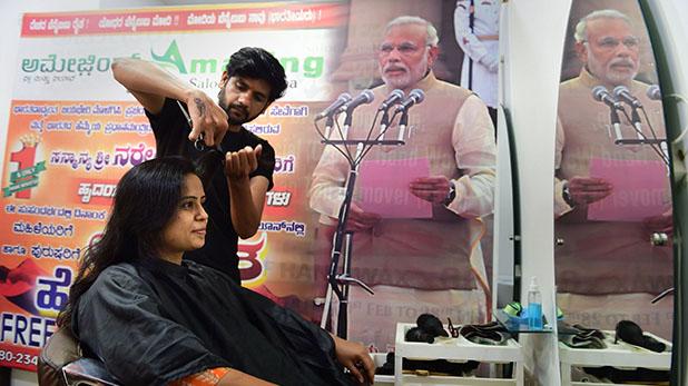 Narendra Modi, कस्टमर्स को दिया फ्री हेयरकट, सैलून मालिक ने यूं मनाया मोदी के शपथ ग्रहण का जश्न