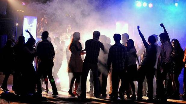 Noida Rave party, नोएडा में रेव पार्टी करते 192 लड़के-लड़कियां गिरफ्तार, आधी रात फार्म हाउस पर छापेमारी