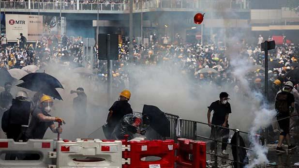 Hong Kong protest, Hong Kong:एयरपोर्ट में घुसे हजारों प्रदर्शनकारी, पढ़ें चीन के खिलाफ खुली बगावत के Facts
