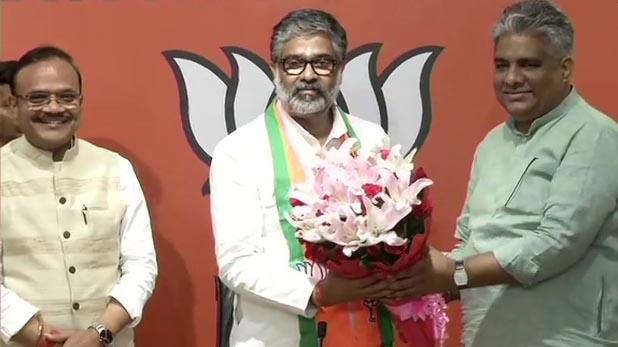 neeraj shekhar, पूर्व प्रधानमंत्री चंद्रशेखर के बेटे नीरज ने थामा BJP का दामन
