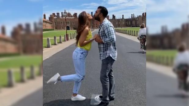 Shilpa Shetty viral video, Video Viral: जब लंदन में रॉयल पैलेस के सामने शिल्पा शेट्टी पति से बोलीं- 'जुम्मा चुम्मा दे दे'