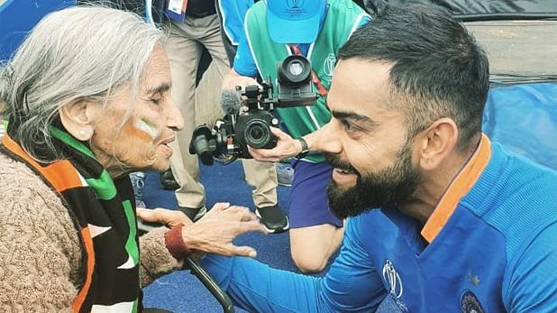 Virat kohli arranged match ticket for charulatha, विराट कोहली ने निभाया 87 वर्षीय फैन चारुलता से किया वादा