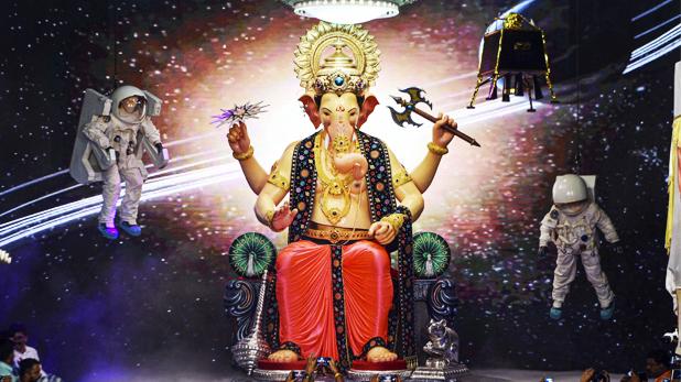 Lal Bag Ke Raja, लाल बाग के राजा के दरबार में दिखी चंद्रयान 2 की झलक