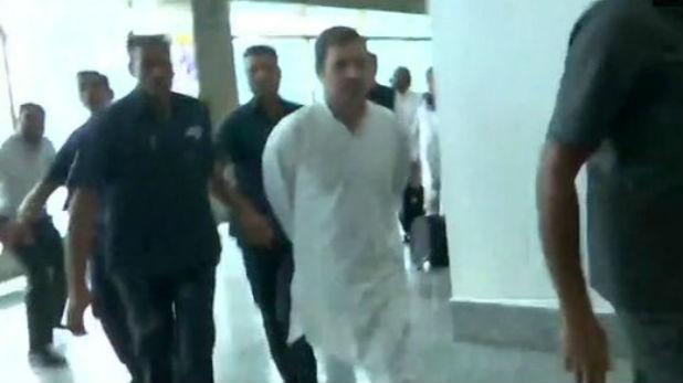 राहुल गांधी, J&K हवाई हड्डे से वापस लौटाए जाने के बाद भड़के राहुल गांधी, बोले- घाटी के हालात सामान्य नहीं