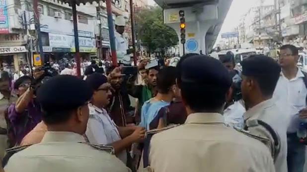 Traffic Rules, VIDEO: बिहार में चालान को लेकर बवाल, पुलिस की गाड़ियों पर किया गया पथराव