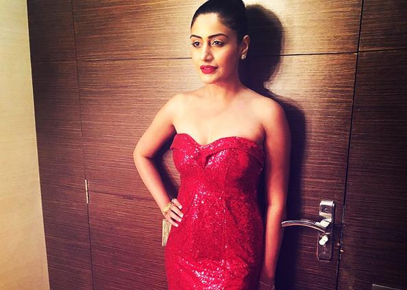 Actress Surbhi Chandna, टीवी की संस्कारी बहू सुरभि चंदना इंस्टाग्राम पर हैं बेहद हॉट, देखें तस्वीरें