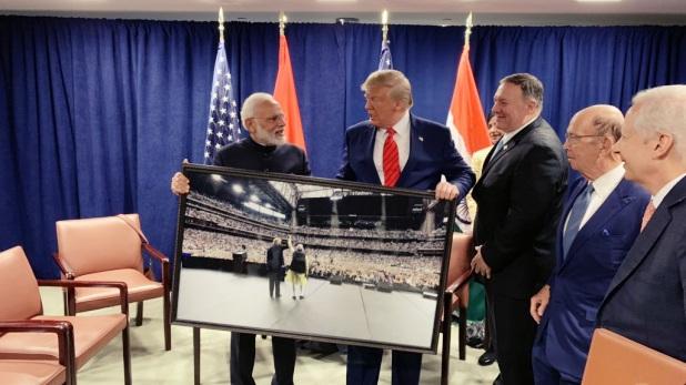 PM Modi Gift, पीएम मोदी ने डोनाल्ड ट्रंप को दिया ये स्पेशल गिफ्ट, PMO से आई तस्वीर