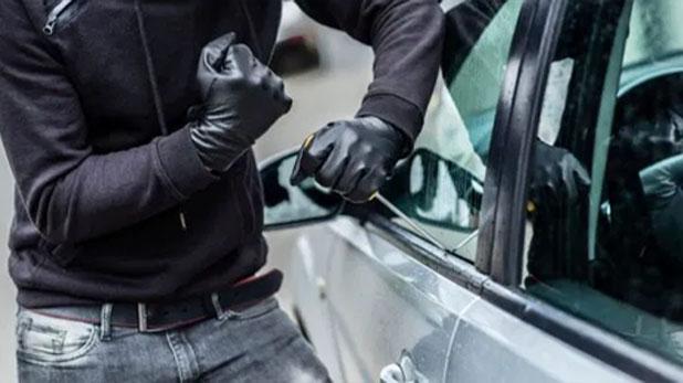 saket court judge robbed car