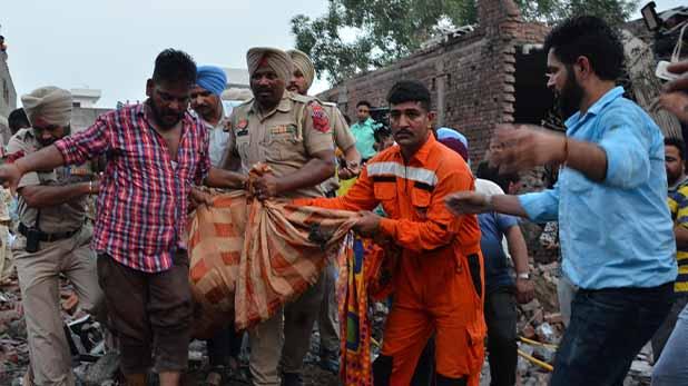 gurdaspur, पंजाब की अवैध पटाखा फैक्ट्री में धमाका, 22 लोगों की मौत, 26 घायल
