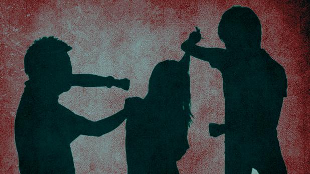 Woman Stipped and Beaten, गुरुग्राम में असम की महिला से दरिंदगी, पुलिस थाने में निर्वस्त्र कर लाठियों और बेल्ट से पीटा