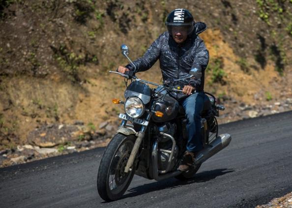 Pema Khandu, बुलेट दौड़ाते दिखे सीएम पेमा खांडू, तस्वीरों में दिखाई अरुणाचल प्रदेश की खूबसूरती