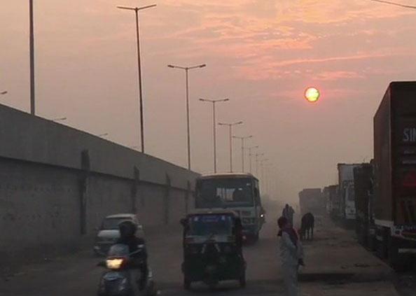 Delhi NCR Pollution, फिर स्मॉग की जहरीली चादर में लिपटी दिल्ली, ये तस्वीरें बता रहीं कितने खराब हैं हालात