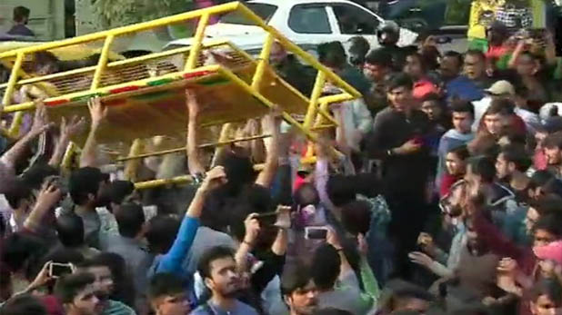 jnu administration, JNU प्रशासन ने किया दिल्ली हाईकोर्ट का रुख, छात्रों और पुलिस पर कार्रवाई की मांग