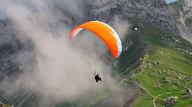 Young Man Falls From Paragliding, हनीमून मनाने गया युवक पैराग्लाइडिंग के दौरान 250 फीट ऊंचाई से खाई में गिरा, मौत