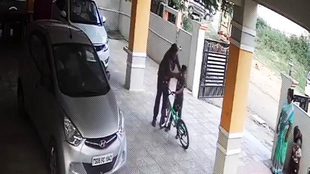 man beats 7 year old boy, Video:पार्किंग में साइकिल चला रहा था मासूम, बेरहम ने बुरी तरह पीट दिया