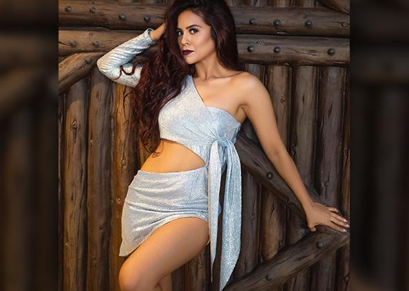 Sana Saeed Photos, बोल्ड लुक से शाहरुख की ऑनस्क्रीन बेटी ने इंटरनेट पर लगाई आग, देखें तस्वीरें