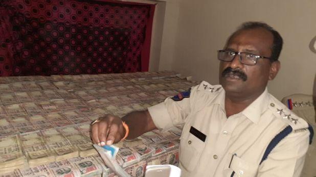 Banned 500 and 1000 rupee notes, खम्मम में बरामद हुआ बैन किए गए 500 और 1000 रुपए के नोटों का जखीरा