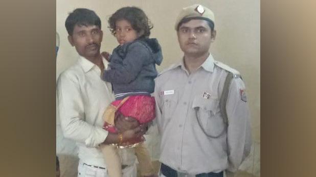 Bus marshal delhi, 4 साल की बच्ची को DTC बस में ले जा रहा था किडनैपर, मार्शल की समझदारी से ऐसे पकड़ाया