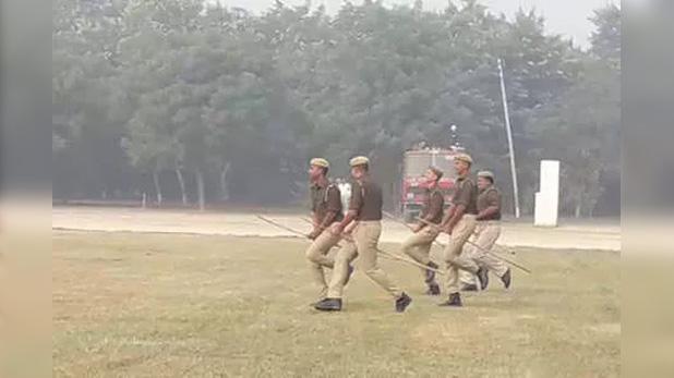 firozabad police mock drill, ठांय-ठांय की बात पुरानी, यूपी पुलिस की आ गयी नई कहानी…देखें वीडियो