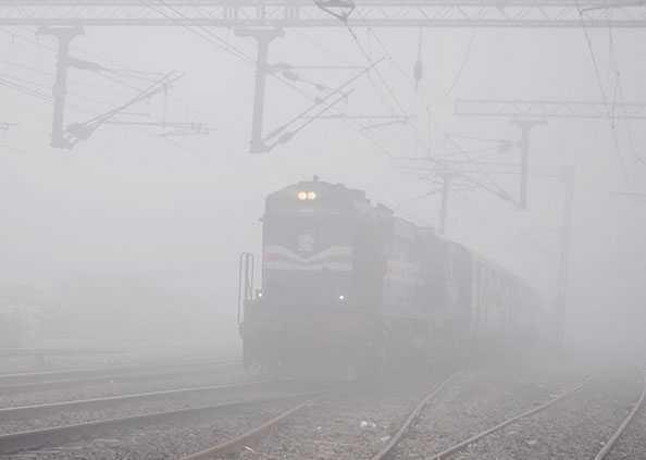 cold wave sweeps across North India including Delhi, दिल्ली समेत पूरे उत्तर भारत में ठंड, कोहरे और शीतलहर की वापसी, फिर हो सकती है बारिश