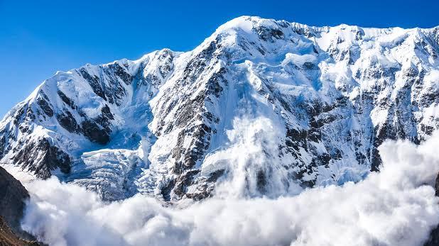 two avalanches hit four soldiers, उत्तरी कश्मीर में दो हिमस्खलन, सेना के 5 जवान लापता, रेस्क्यू ऑपरेशन जारी