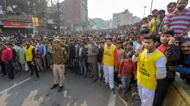 case registered in delhi fire, दिल्ली अग्निकांड: फैक्ट्री मालिक गिरफ्तार, IPC की धारा 304 के तहत केस दर्ज