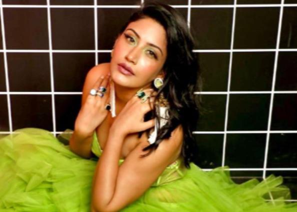 surbhi chadna hot photoshoot, ग्रीन गाउन में टीवी की देसी बहू सुरभि चंदना का हॉट अवतार, देखें Photos
