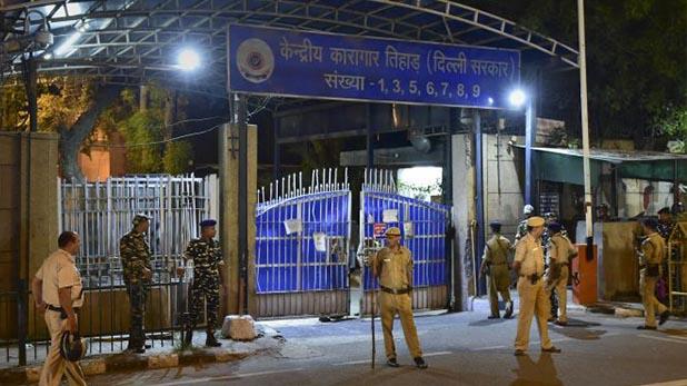 Delhi: Woman and her paramour held for killing her husband, अलग होकर भी प्रेम में रोड़ा बनता था पति, पत्नी ने दी सुपारी, प्रेमी संग भेजी गई तिहाड़