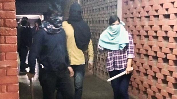 JNU violence delhi police released list of 37 people, JNU हिंसा : लेफ्ट-राइट दोनों ने बाहर से बुलाए उपद्रवी, पुलिस ने जारी की 37 लोगों की लिस्ट