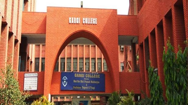 Gargi College students harassed college fest, डीयू के गार्गी कॉलेज में घुसे शराबी, छात्राओं के सामने की अश्लील हरकत