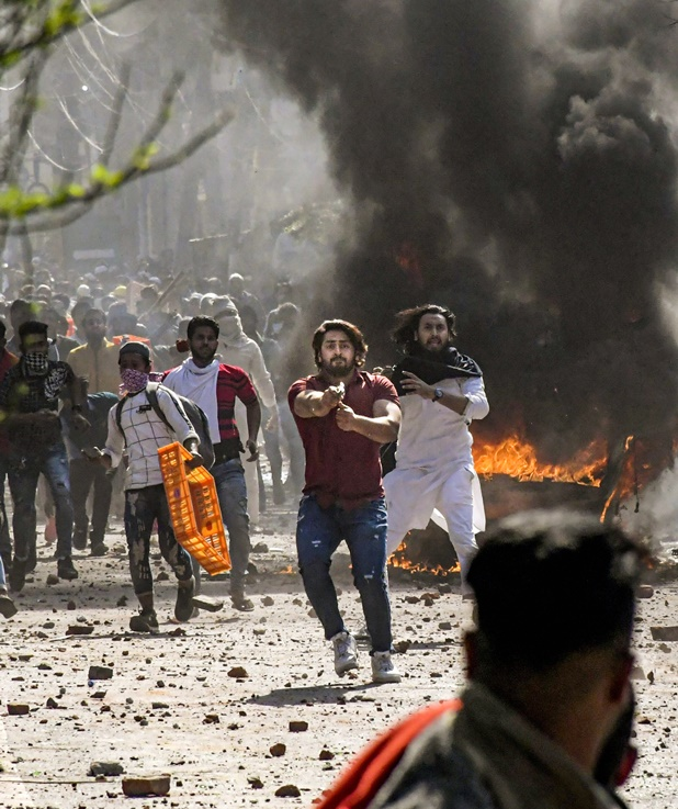 Amit Shah summoned, Delhi Violence: हेड कांस्टेबल समेत चार की मौत, अमित शाह ने बुलाई आपात बैठक