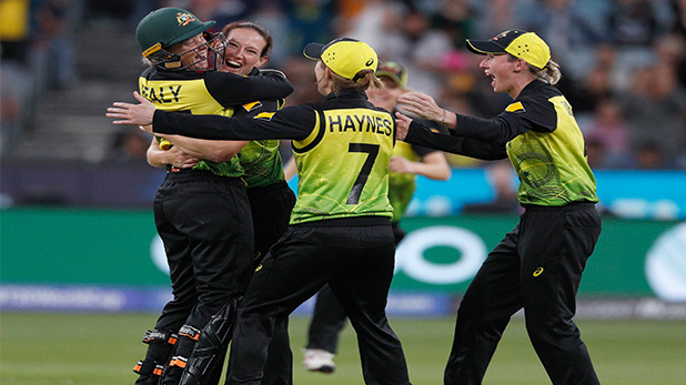 womens's t20 world cup final 2020, Ind vs Aus Women's T20 World Cup: भारत को 85 रनों से हरा, पांचवीं बार विश्व चैंपियन बना ऑस्ट्रेलिया