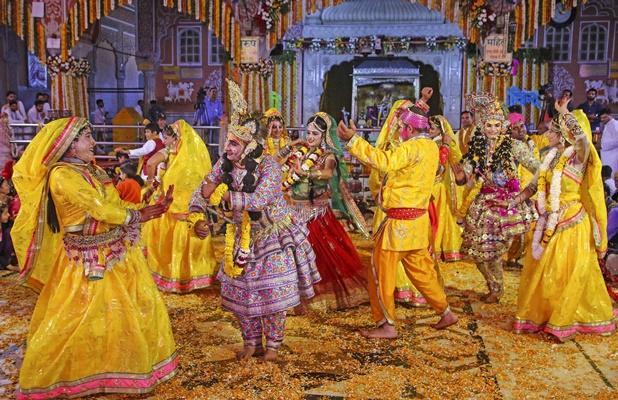 holi 2020 history in hindi, Holi 2020: काम, बसंत, मसाना, रंग, तरंग, राम, कृष्ण और शिव, यही है होली का सार