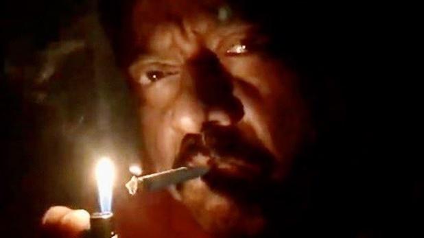 Ram Gopal Varma tweet, Coronavirus: राम गोपाल वर्मा ने लाइटर से सिगरेट जलाते हुए वीडियो की ट्वीट, लिखा- 9PM