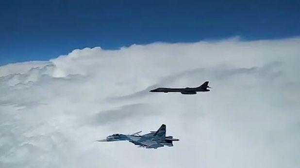 russian jets intercept american bombers, रूसी लड़ाकू विमानों ने अमेरिकी बमवर्षक विमानों का रास्ता रोक, लौटने पर किया मजबूर