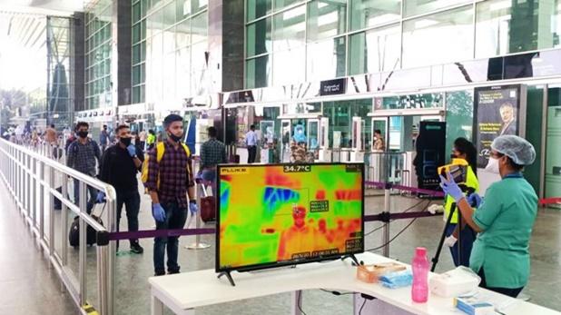 coronavirus lockdown domestic flights, Coronavirus: पहले दिन 532 फ्लाइट्स ने भरी उड़ान, 630 हुईं रद्द, कहीं खुशी तो कहीं गम में दिखे यात्री