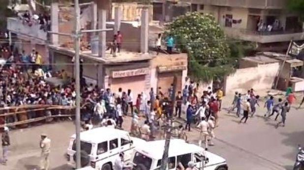 police lathi charge on Rajasthan workers, राजस्थान: मकान मालिकों ने घर से निकाला तो सड़कों पर नारेबाजी करने लगे मजदूर, पुलिस ने बरसाईं लाठियां