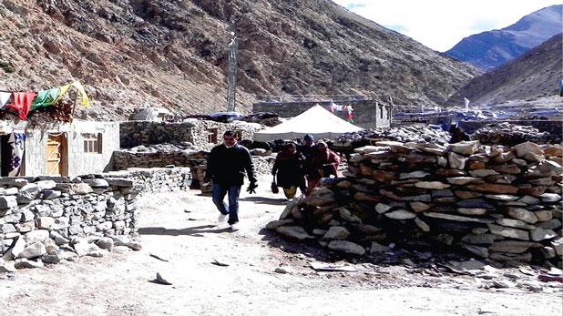 travelogue of kailash mansarovar, फोर्स और हैप्पी लैंडिंग के बीच अटकी रहीं सांसें, कैलास मानसरोवर से लौटकर नहीं मानता बावरा मन