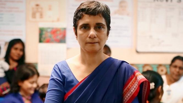 mamata banerjee, पश्चिम बंगाल: एक्शन में EC, दो अधिकारियों को चुनाव ड्यूटी से हटाया