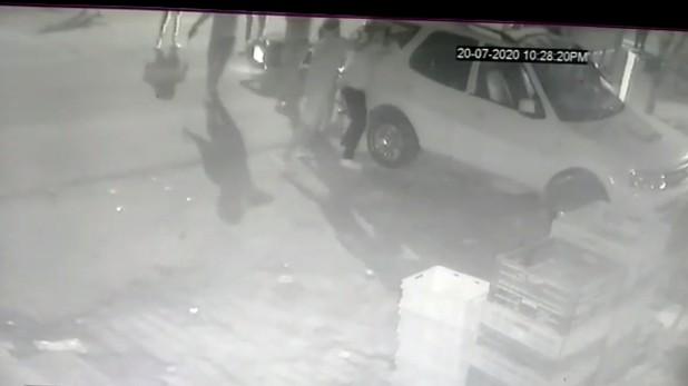 Goons shoot journalist in Ghaziabad, गाजियाबाद: पत्रकार को सरेआम मारी गोली, पुलिस ने गिरफ्तार किए 9 बदमाश, चौकी इंचार्ज सस्पेंड