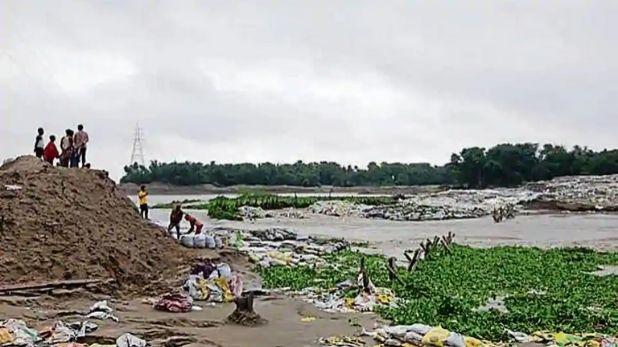 Cyclone Nisarga live updates, महाराष्ट्र तट से दूर होते-होते कमजोर हुआ निसर्ग तूफान, 24 घंटे तक कई राज्यों में बारिश की संभावना