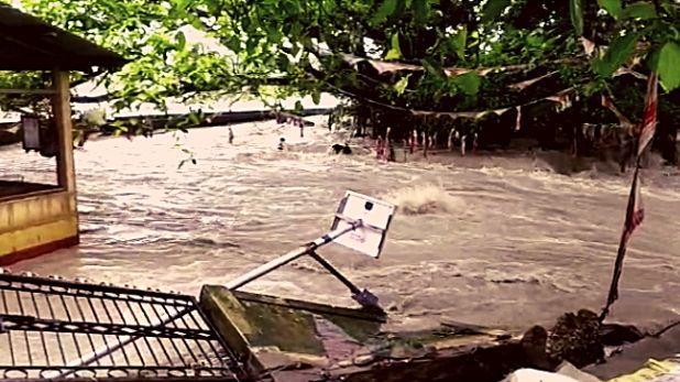 Brahmaputra water level, असम में ब्रह्मपुत्र का जलस्तर खतरे के निशान से ऊपर, बांध टूटने से कई गांव जलमग्न